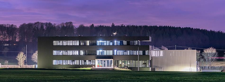 Neuer Standort der Firma Landig bei Nacht